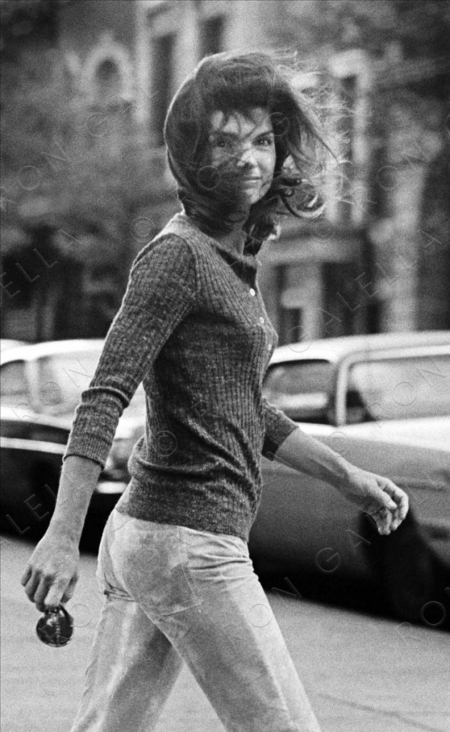 NEW YORK CITY - OCTOBER 7:  Jackie Onassis sighted on October 7, 1971 on Madison Avenue in New York City. (Photo by Ron Galella/Ron Galella, Ltd.)
